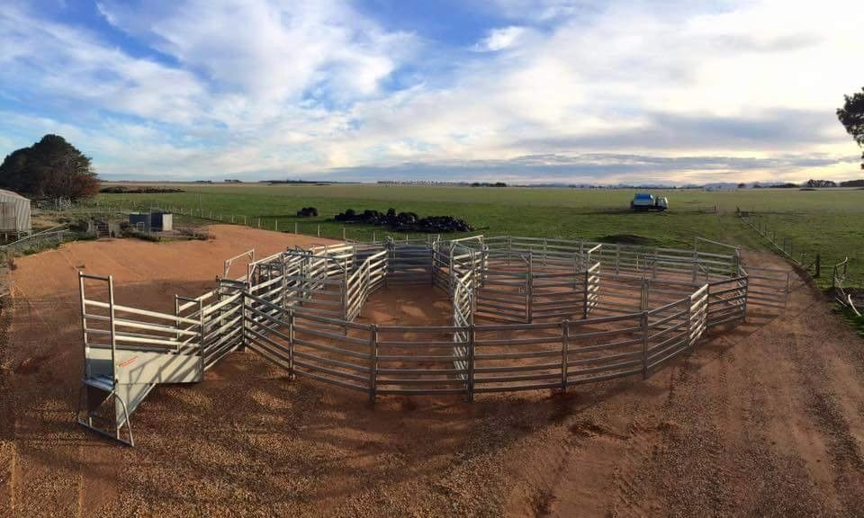 2.1*1.8m Full Welded Corral Fence Panels Hot Dipped Galvanized For Cattle Horse
