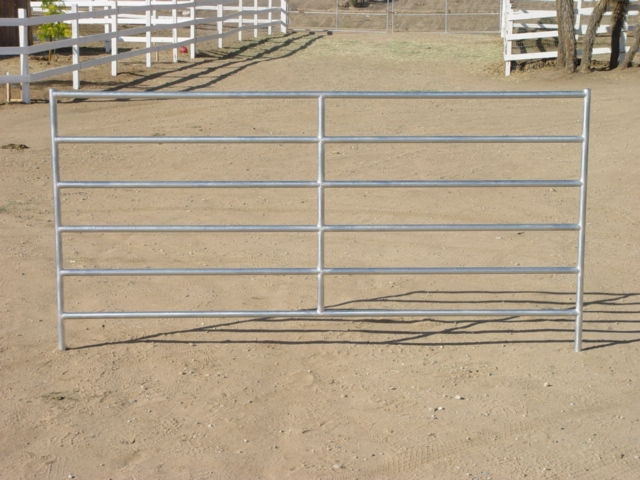 6 rails galvanized round tube corral cattle panels in front of farm